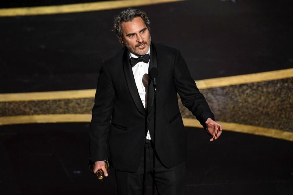 Joaquin Phoenix Traje  oscar 2020 Joker