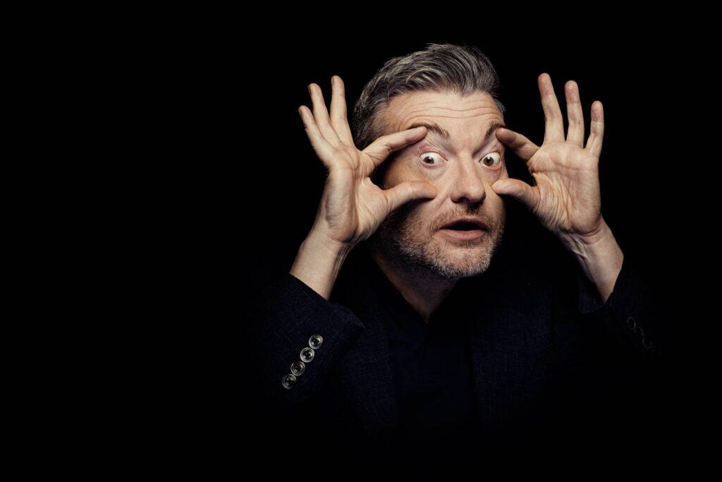 Black Mirror Hugh Grant 2020 Netflix