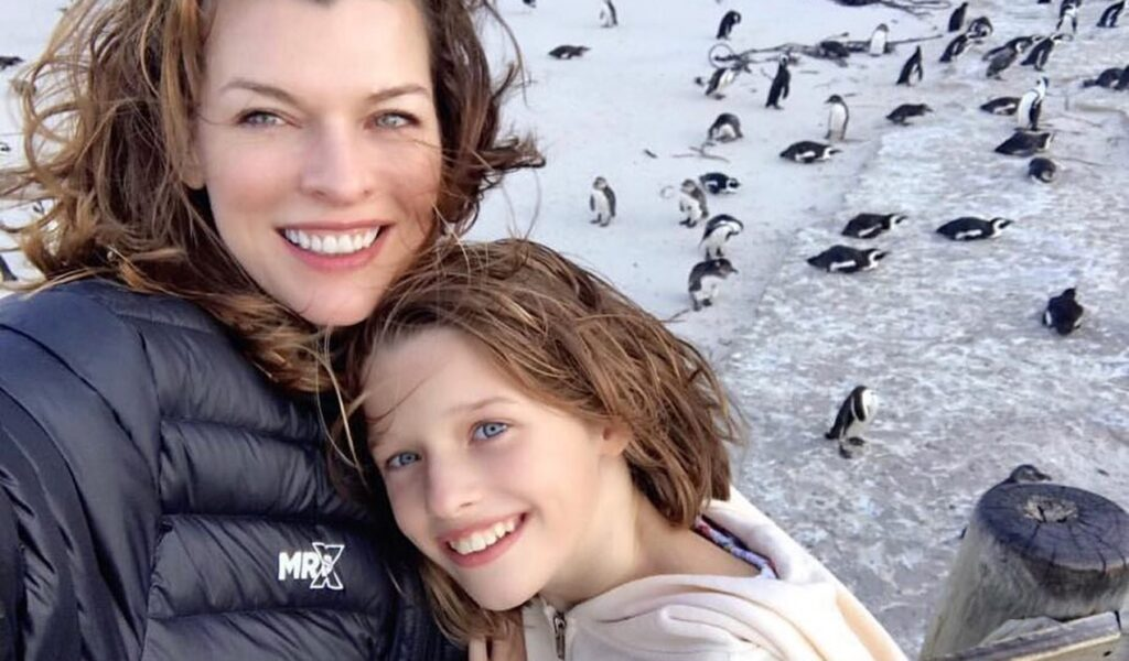 Black Widow Ever Anderson Jovovich Milla Jovovich  Baby Widow