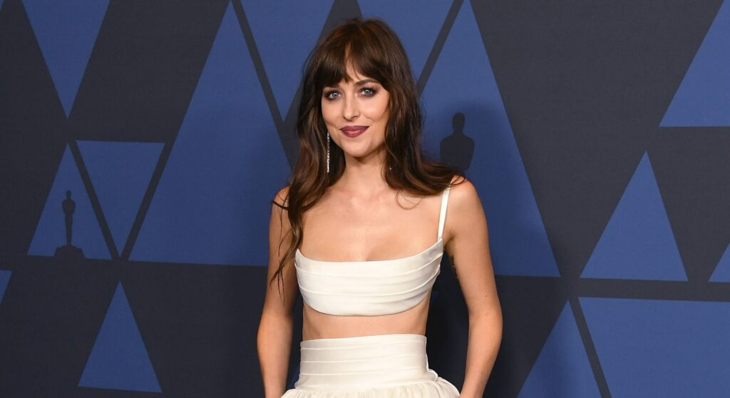 Dakota Johnson Jane Austen Netflix Persuación