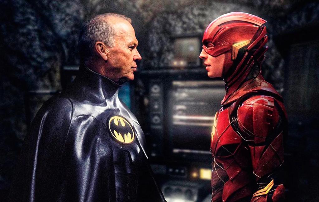Michael Keaton y Ezra Miller en The Flash