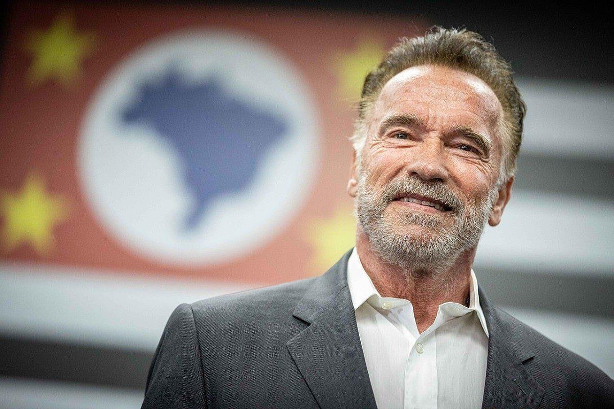 Arnold Schwarzenegger barbijo coronavirus