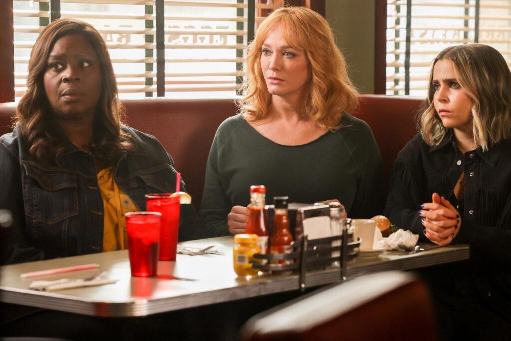 "GOOD GIRLS -- ""Dave"" Episode 404 -- Pictured: (l-r) Retta as Ruy Hill, Christina Hendrick as Beth Boland, Mae Whitman as Annie Marks -- (Photo by: Jordin Althaus/NBC)"